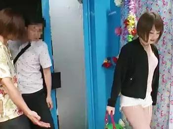 「中はダメェェッ♡」パンツが見えるほどの短いパンツを履いた彼氏持ちの美少女に電マぶつけておまんこを刺激!!連続でイキくるって発情&そのまま生ハメ中出しセックスを敢行wwww